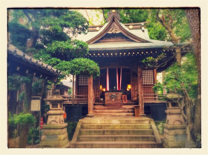 都心の小さな神社、廣尾稲荷神社(東京都港区南麻布)